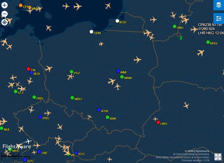 Screen ze strony flightaware.com ilustrujący akltualny ruch lotniczy nad Europą - delayfix.com